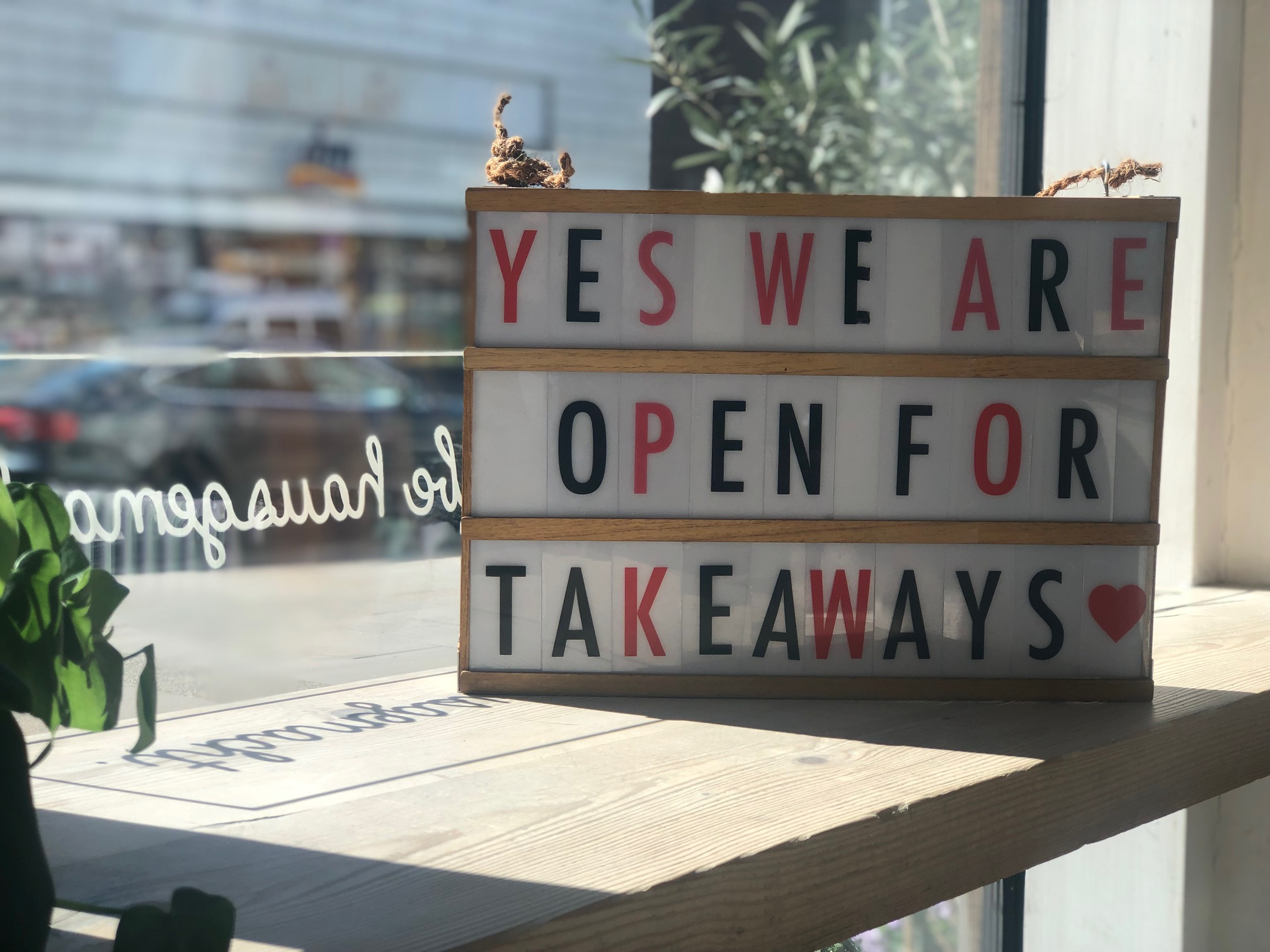 <a href='#first_row'>Lockdown 2.0  : Abholung im Laden und Lieferung über Lieferando ist weiterhin möglich </a>